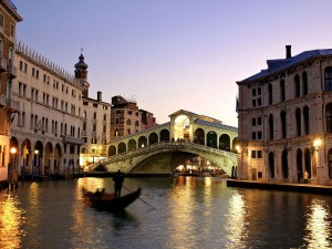 Rialto_Bridge_Grand_Canal_Venice_Italy